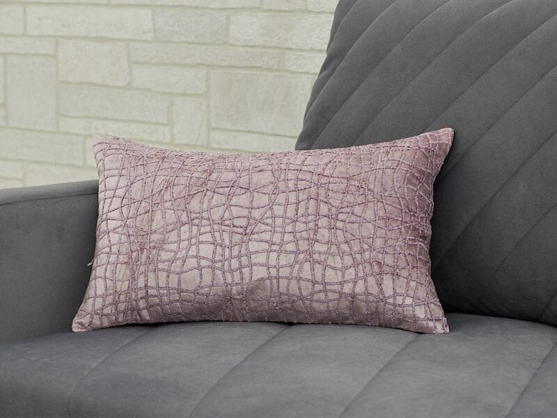Декоративная подушка розовая объемная